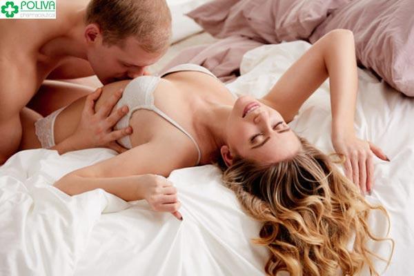 """Hôn dọc cơ thể trước khi dừng lại ở """"cô bé"""" khiến nàng thích thú hơn"""