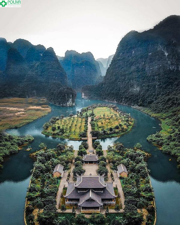 Khu du lịch Tam Cốc là điểm du lịch hấp dẫn không thể bỏ qua.