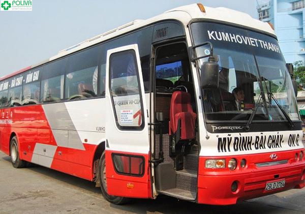 Xe khách là phương tiện di chuyển khá thuận tiện.