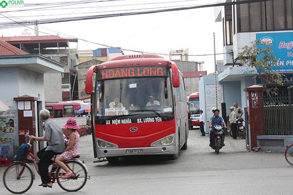 Xe khách là lựa chọn tiết kiệm để tới Vũng Chùa Đảo Yến