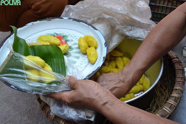 Thức bánh luôn xuất hiện trong các phiên chợ quê