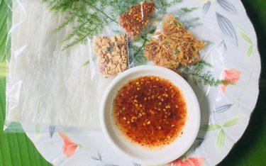 Bánh tráng me hút hồn du khách thập phương tới Tây Ninh