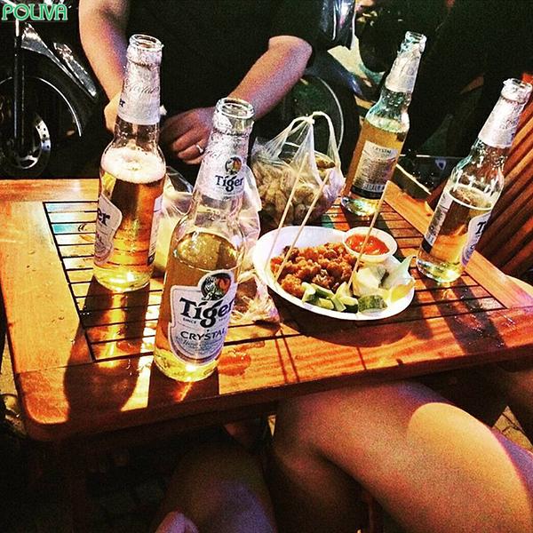Những quán bia Bùi Viện là nơi tán gẫu, tụ họp của rất nhiều các bạn trẻ.