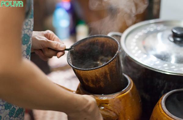 Cà phê vợt có cách pha chế khá độc đáo.