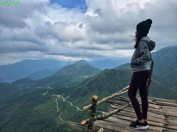 Cổng trời là điểm ngắm cảnh đẹp bậc nhất núi Hàm Rồng.
