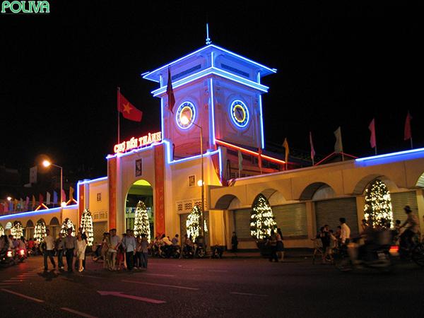 Vẻ đẹp của Chợ Bến Thành về đêm.