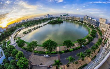 """""""Dạo chơi"""" Hồ Bán Nguyệt – điểm hẹn đáng nhớ du lịch Sài Gòn"""