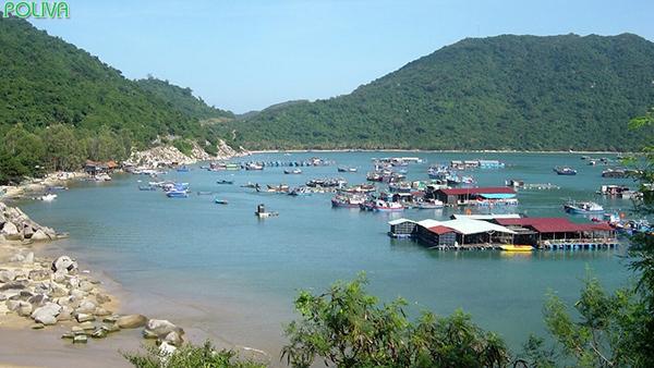 Làng Cá Bè là điểm dừng chân bạn không thể bỏ qua khi du lịch tới nơi đây.
