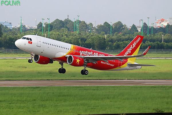 Nếu ở xa, hành khách có thể di chuyển tới Nha Trang bằng máy bay.