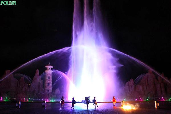 Sân khấu nhạc nước hoành tráng.