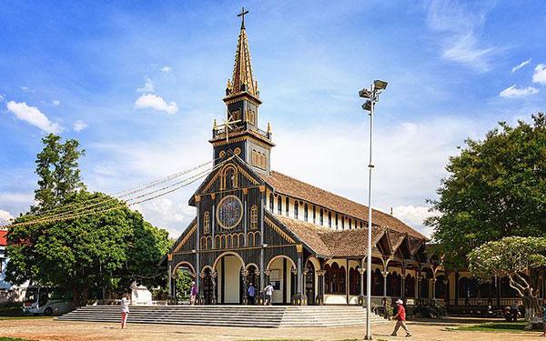 Nhà thờ gỗ Kon Tum: Vẻ uy nghi tráng lệ có tuổi đời 100 năm