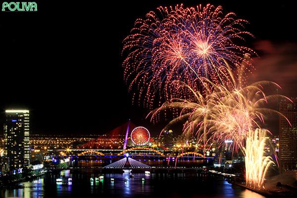 Cầu Tình Yêu là điểm ngắm pháo hoa tuyệt đẹp.