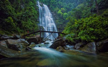 Thác Pú Nhu: Vẻ đẹp tựa tranh vẽ giữa núi rừng hùng vĩ