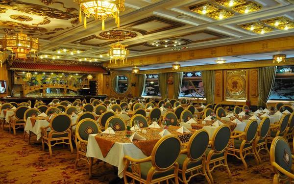 Phong cách truyền thống sắc sảo trong từng đường nét của nhà hàng khách sạn Rex
