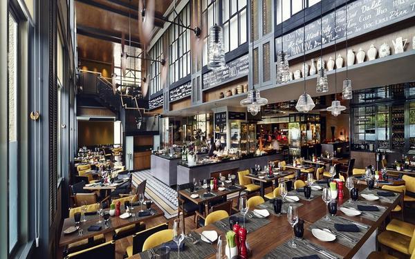 Phong cách thiết kế nhà hàng Châu Âu trang trọng của khách sạn Sofitel Plaza