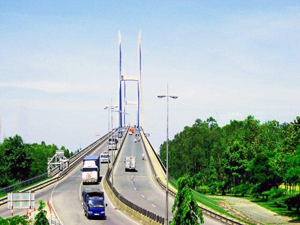 Cầu Mỹ Thuận là cầu nối giao thoa giữa các vùng miền
