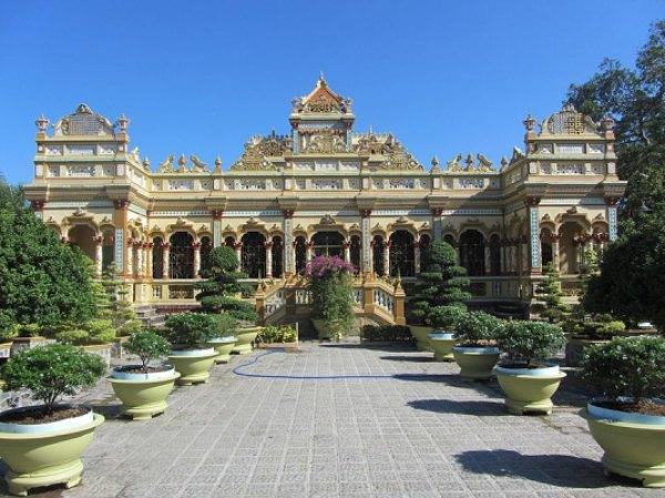 Kiến trúc chùa Vĩnh Tràng kết hợp phong cách giữa Á - Âu