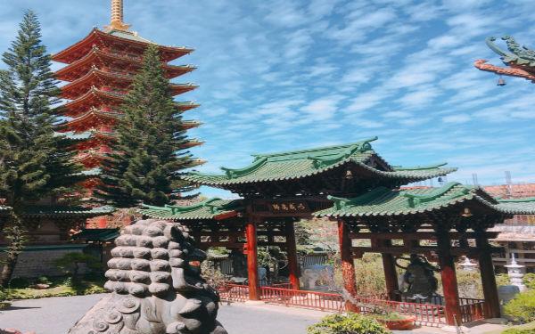 Tham quan ngôi chùa Minh Thành huyền ảo nằm giữa lòng phố núi