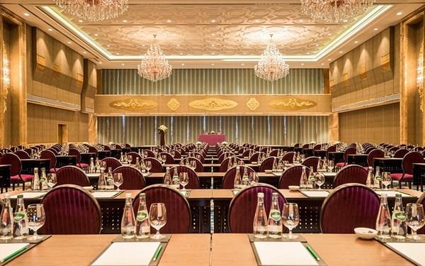 Phòng hội nghị có thiết kế rộng rãi, trang trọng, lịch thiệp