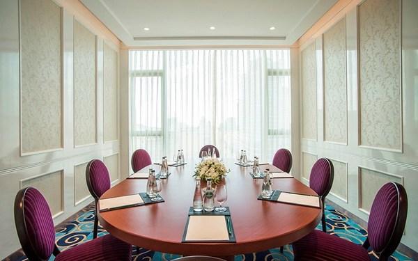 Mẫu phòng họp bàn tròn tiện lợi với nhưng trang thiết bị cần thiết