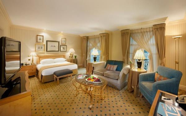 Nội thất phòng ngủ được thiết kế lộng lẫy, sang trọng