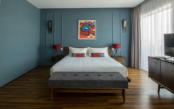 Gam màu tối trầm ấm của phòng ngủ khách sạn Danang Boutique
