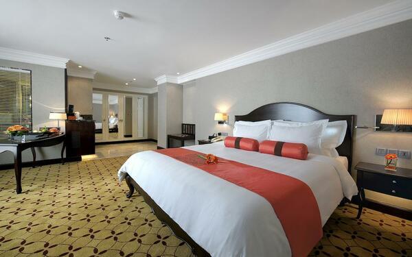 Đường nét tối giản nhưng vẫn hiện đại của phòng ngủ khách sạn Eastin Grand