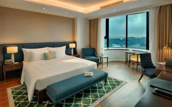 Không gian hướng ngoại view đẹp của khách sạn FLC Vịnh Hạ Long Golf Club
