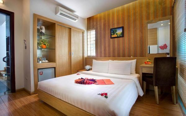 Không gian ấm ấp được trang bị vật dụng tiện nghi của khách sạn Tú Linh Palace