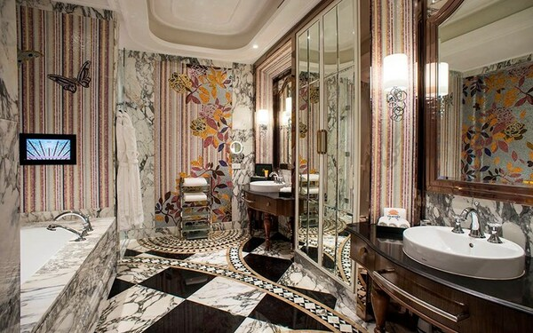 Đường nét họa tiết sắc sảo tôn lên nét quyến rũ của căn phòng