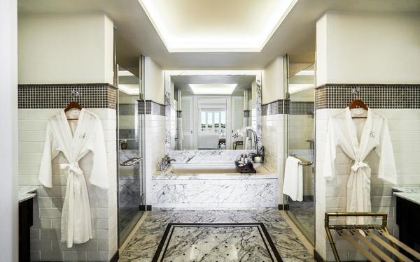 Nội thất phòng tắm khách sạn Mia tiện nghi sang trọng