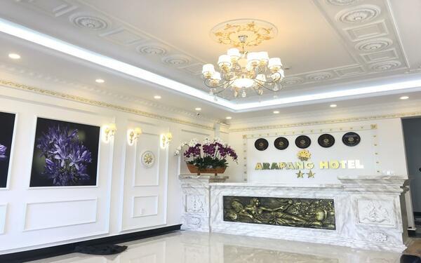 Gam màu trắng tinh khôi với lối kiến trúc cổ điển - Phong cách thiết kế khách sạn mini  Arapang