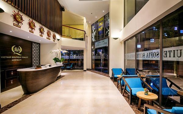 Mẫu sảnh lễ tân với thiết kế trang trọng của khách sạn Sofia Suite