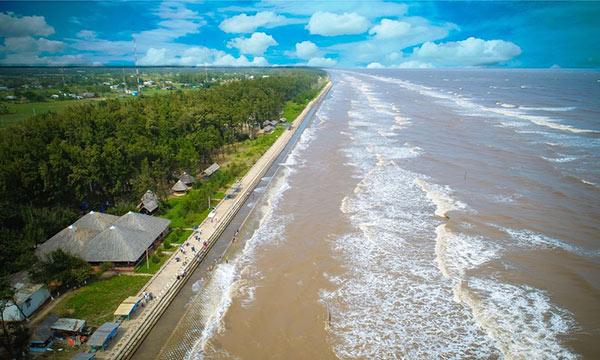 Quang cảnh bãi biển khi nhìn từ trên cao