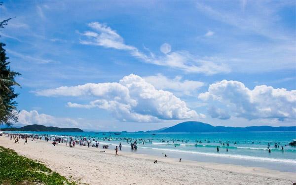 Ngắm nhìn vẻ đẹp hoang sơ đầy quyến rũ của bãi biển Cửa Đại