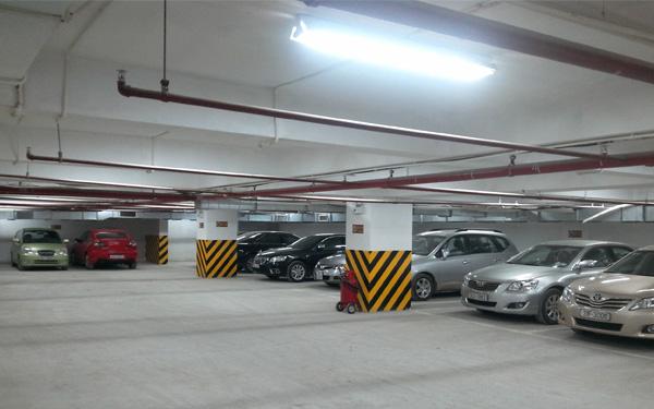 Bãi đỗ xe có thể bố trí dưới hầm để tiết kiệm không gian.