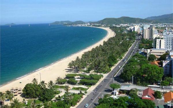 Đến bãi tắm Phạm Văn Đồng tận hưởng không gian xanh, sạch ấn tượng
