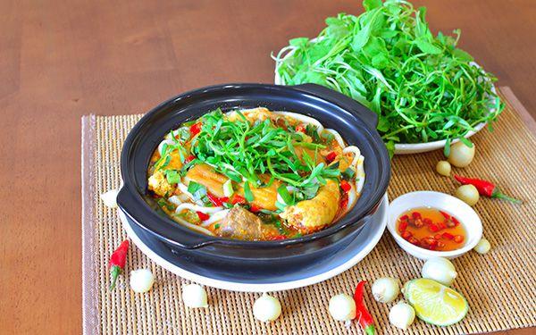 Bánh canh Bích nằm cách xa trung tâm thành phố Huế