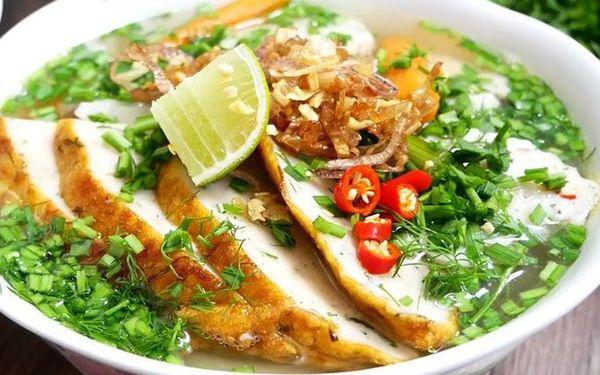 Bánh canh chả cá đặc trưng của văn hóa ẩm thực Nha Trang
