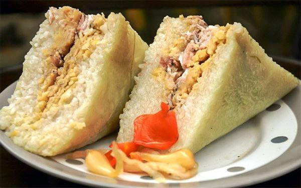 Bánh chưng phố Nhật Lệ thơm ngon, dẻo béo hấp dẫn