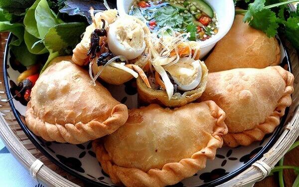Bánh gối Nam Định vàng rụm ngọt thơm hấp dẫn khó cưỡng