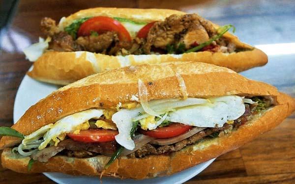 """Bánh mì Hội An – Món ăn đường phố nổi tiếng """"tuy quen mà lạ"""""""