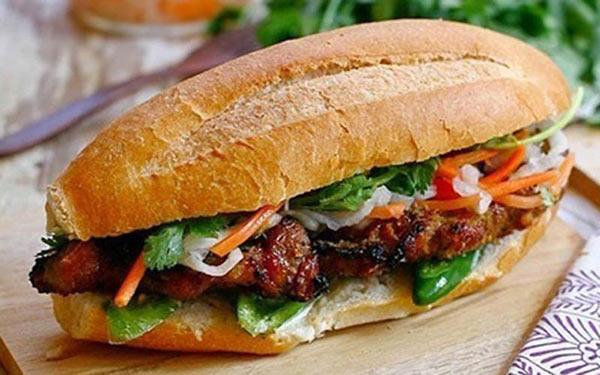 Bánh mì Sài Gòn món ngon đường phố nhắc đến là thèm