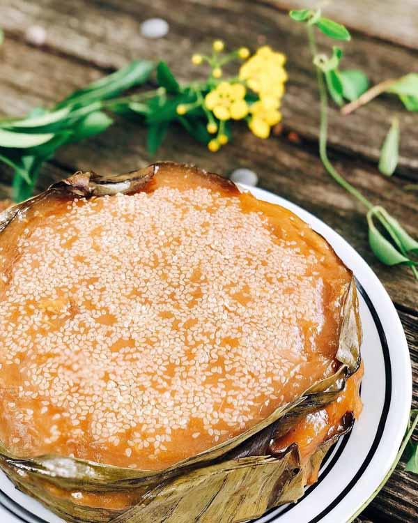 Chiếc bánh thơm dẻo hấp dẫn từ những nguyên liệu rất mộc mạc.