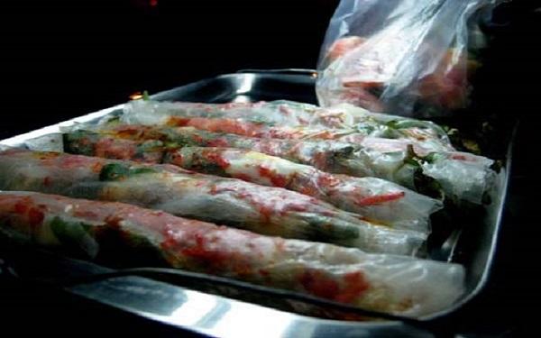 Bánh tráng cuốn dẻo thơm ngon níu chân thực khách phương xa