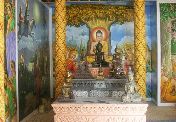 Tượng Phật Khmer trong bảo tàngTượng Phật Khmer trong bảo tàng