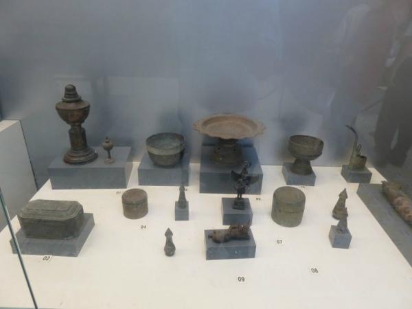 Các vật dụng xưa của đồng bào dân tộc Khmer được trưng bày trong bảo tàng