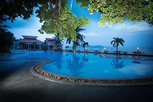 Royal Hotel & Healthcare Resort Quy Nhơn đẹp lung linh nằm sát bờ biển
