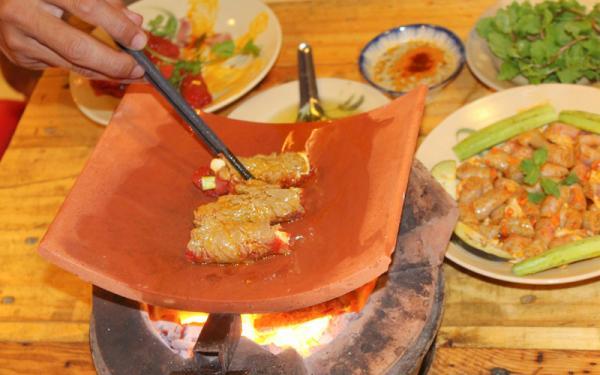 Bò nướng ngói nóng hổi, thơm ngon