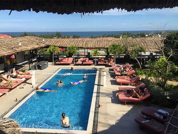 Mui Ne Hills Budget Hotel có cả bể bơi